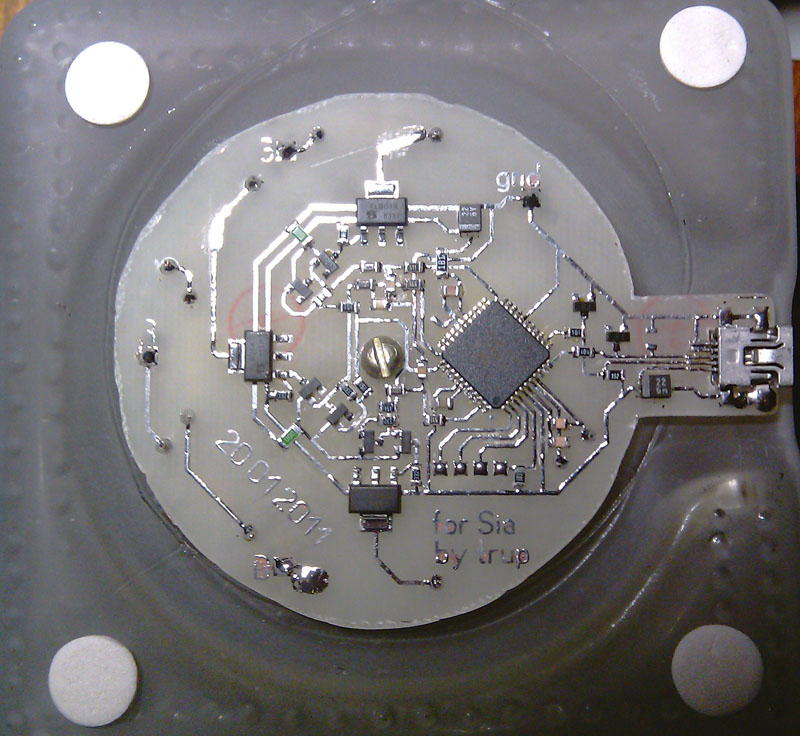 USB-mood-lamp-construction-PCB-inserting2.jpg